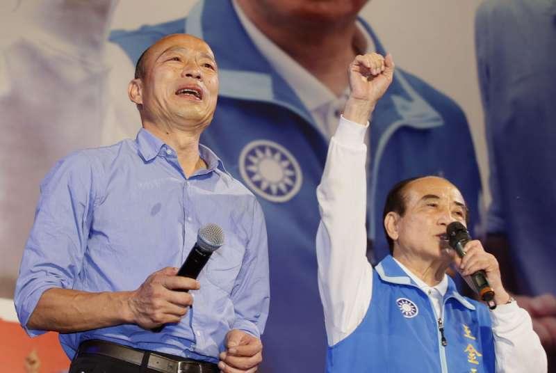 王金平(右)助攻韓流成功,重塑了自己的身價。(郭晉瑋攝)