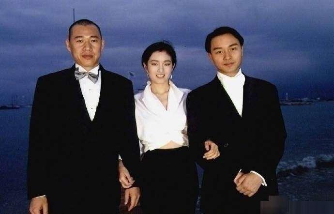 《霸王別姬》1993年參加坎城影展,(左起)張豐毅、鞏俐、張國榮。(取自微博)