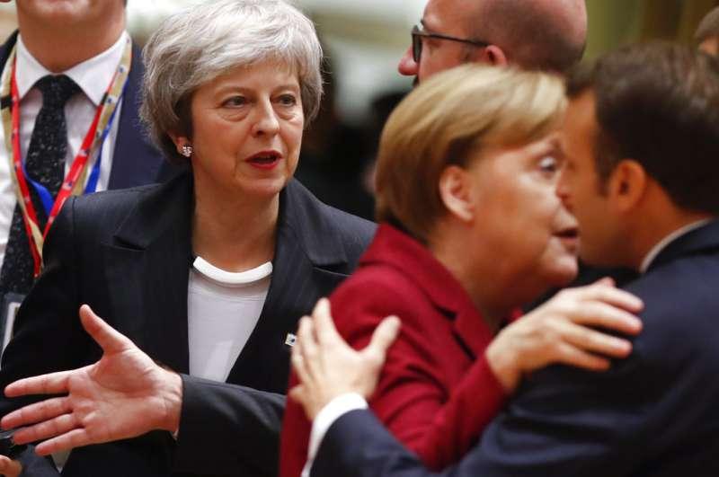 2018年12月13日,(左起)英國首相梅伊、德國總理梅克爾、法國總統馬克宏。(AP)