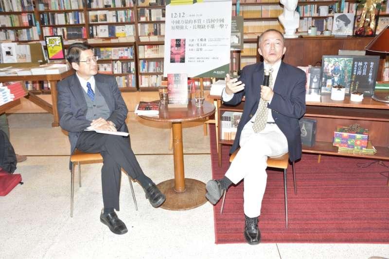20181214-王飛凌教授和與談人吳玉山教授對話。(圖/作者提供)