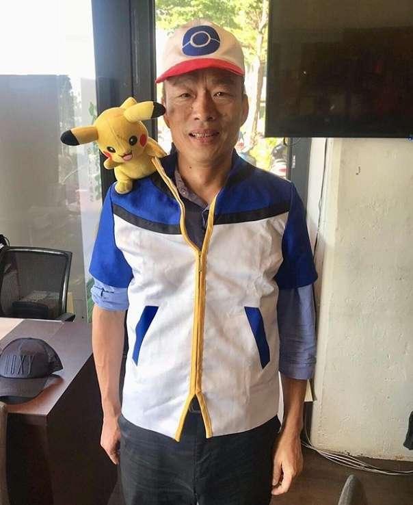 20181215-準高雄市長韓國瑜14日在社群平台Instagram上發文,並PO出1張自己Cosplay成《精靈寶可夢》主角「小智」的照片。(取自韓國瑜IG)