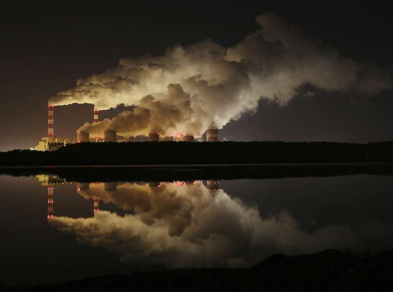 地球、氣候與污染,波蘭的燃煤發電廠(AP)