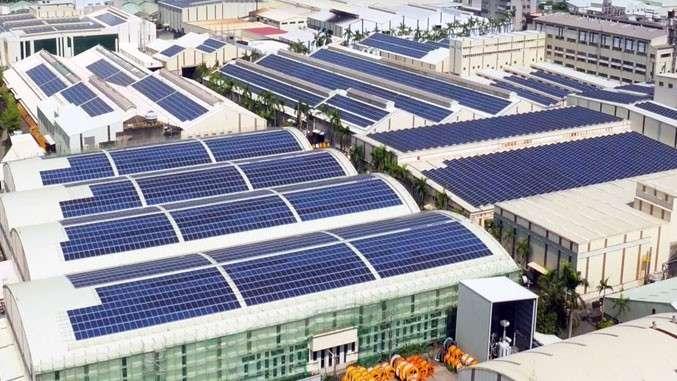 根據統計資料,台灣太陽既有光電系統裝設,年發電量預估30億度,減少碳排放效果約166萬公噸。(圖/www.hengs.com)