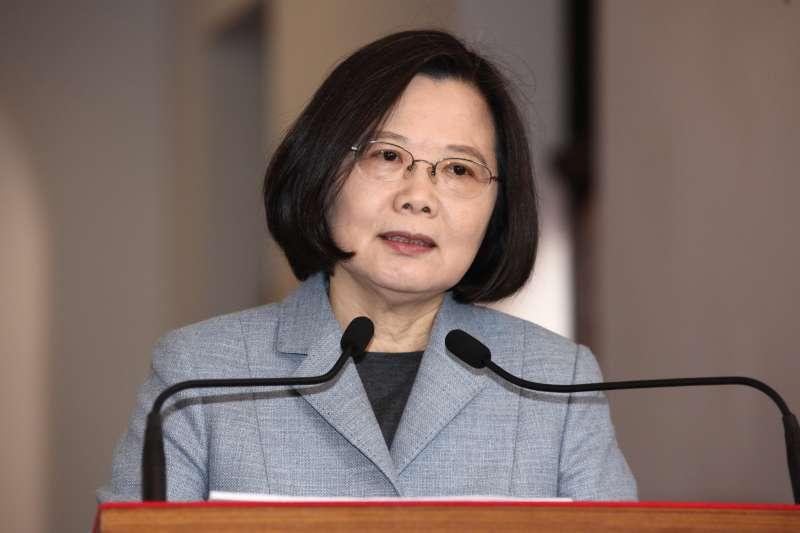 20181218-總統蔡英文12月18日進行「迴廊談話」。(蔡親傑攝)