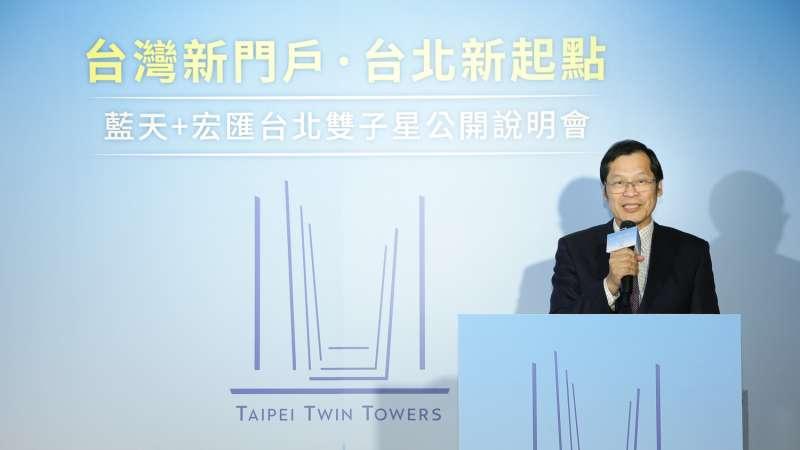 20181219-藍天宏匯團隊19日召開記者會,公布台北雙子星標案設計圖案。藍天電腦暨宏匯集團董事長許崑泰致詞。(藍天宏匯提供)