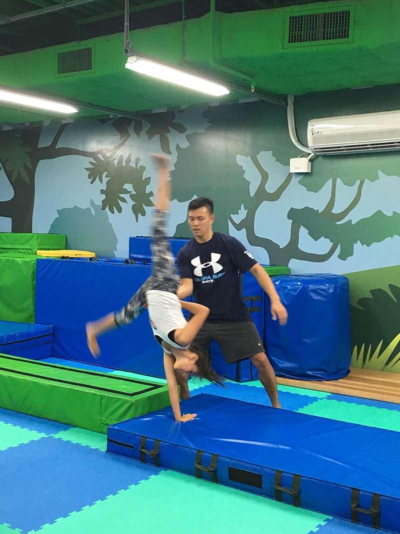 體操教學(圖/毛鐘瑩提供)