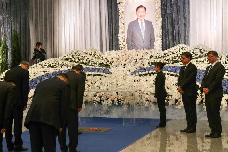 20181220-陳雲林到海基會弔唁已故前海基會董事長江丙坤。(海基會提供)