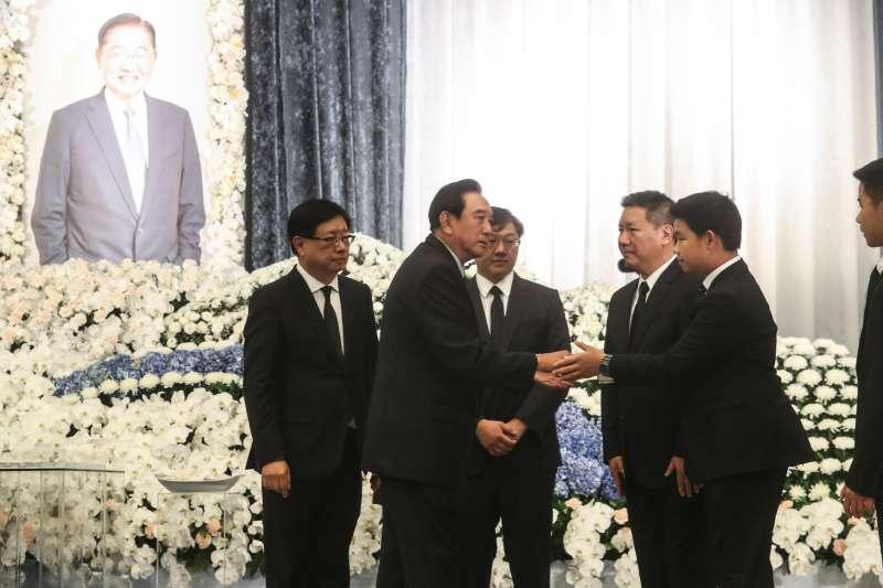 20181220-陳雲林(左二)到海基會弔唁已故前海基會董事長江丙坤。(海基會提供)