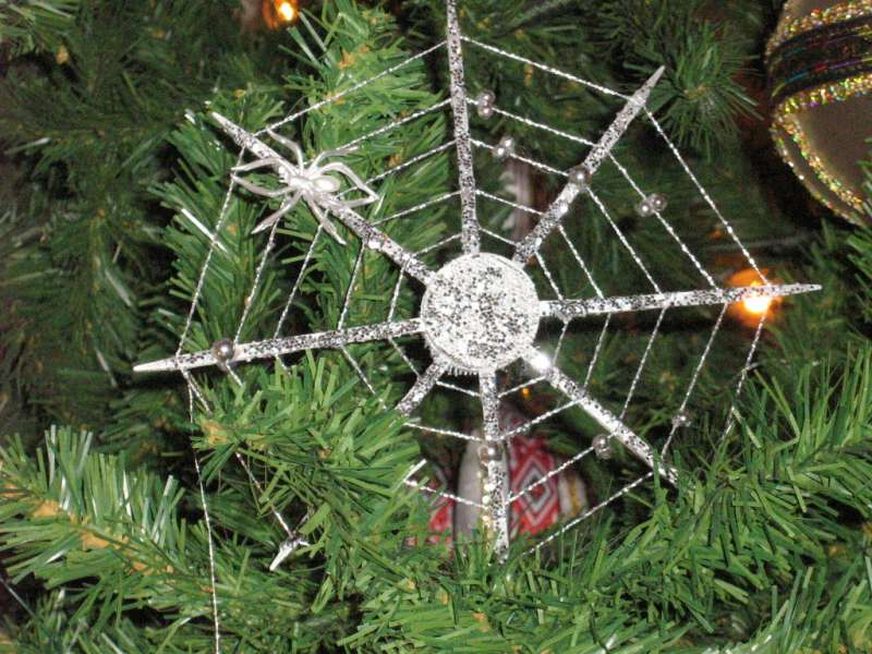 烏克蘭的聖誕樹蜘蛛網裝飾。(圖/取自wikimedia)