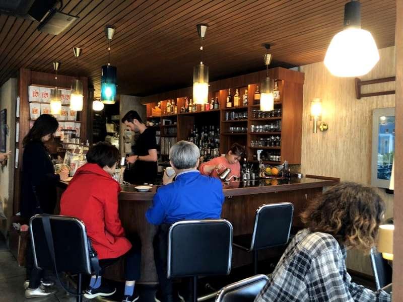 微酒吧風格吧的座位區(圖/KKday)