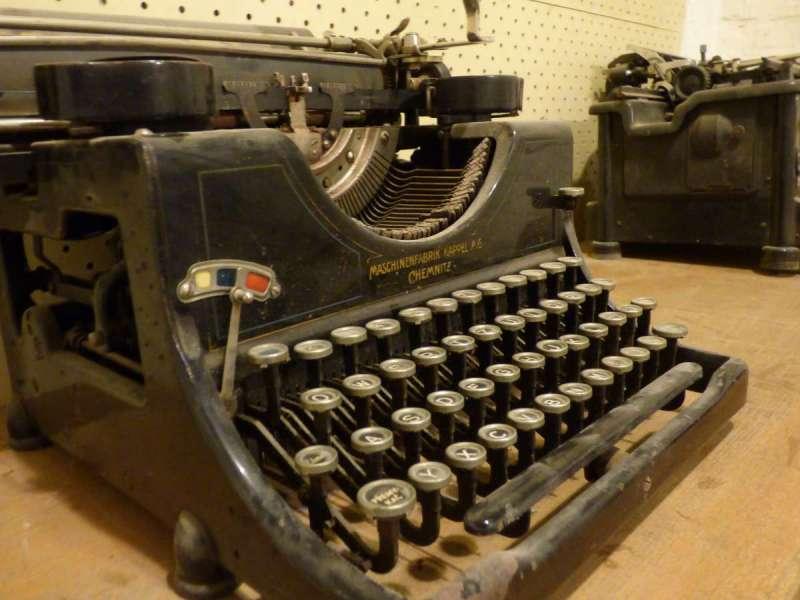 古早式打字機。(圖/Pxhere)