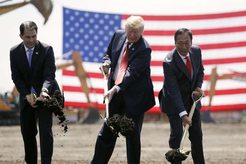 川普還親自出席富士康工廠動工儀式。(圖/愛范兒ifanr)
