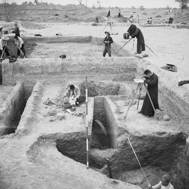 1928 年 8 月,中研院歷史語言研究所在安陽殷墟進行考古調查,證實商朝的存在。(圖/研之有物)
