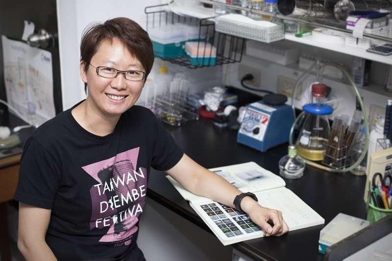 本文專訪中研院植物暨微生物學研究所的副研究員──王昭雯,認識攸關胖瘦與生存的「油滴」(Lipid droplets)。(圖/研之有物)