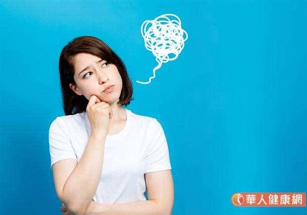 平時個性就比較容易激動、緊張、焦慮的朋友,其自我控制系統本就比一般人容易出問題。若又經常處於壓力、經常熬夜、睡眠品質不佳的情況下,其自律神經出現異常、失調的機會,也就較常人高出許多。(圖/華人健康網)