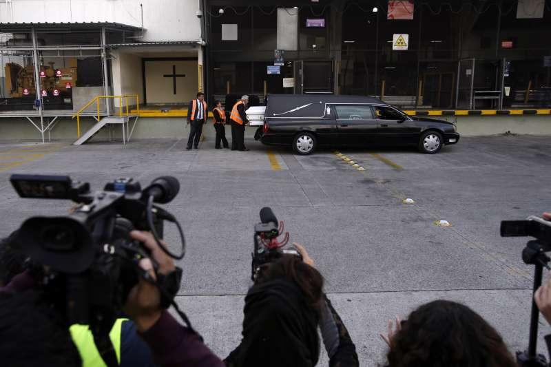23日,雅可琳的遺體抵達瓜地馬拉市機場,預計隔天抵達家鄉聖安多尼奧色科爾特茲村。(美聯社)