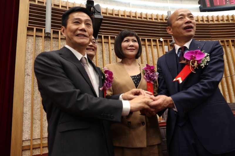 高雄市長韓國瑜親臨議會恭喜議長許崑源、副議長陸淑美,高票當選。(圖/徐炳文攝)