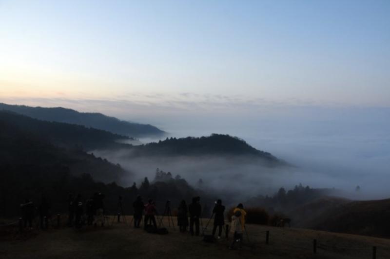 20181227-為了瞄準按下快門的時機,清晨起便聚集許多的人=攝於12月21日。(圖/潮日本提供)