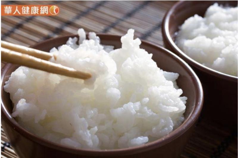 20181227-米飯中的澱粉經過冷卻後,會產生對消化酵素的抗性,大部分的澱粉就能不被吸收地通過消化道。(圖/華人健康網提供)