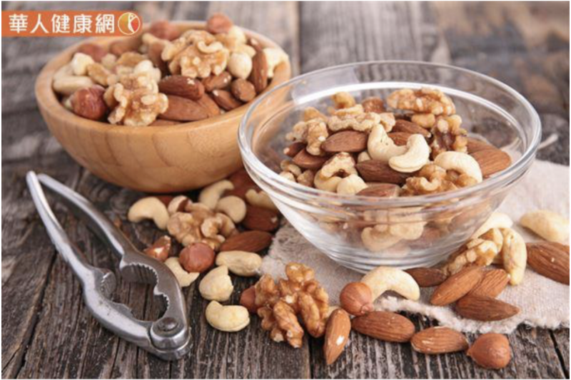 20181227-脂肪及蛋白質被堅果的堅硬外殼所包覆,人體難以進行分解。(圖/華人健康網提供)