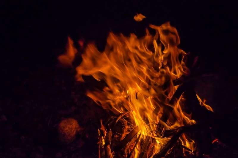 消防鑑定小組鑑定現場後發現,起火現場疑點叢叢,幾乎可以推斷這是一場人為縱火所造成的火災。(示意圖非本人/pakutaso)