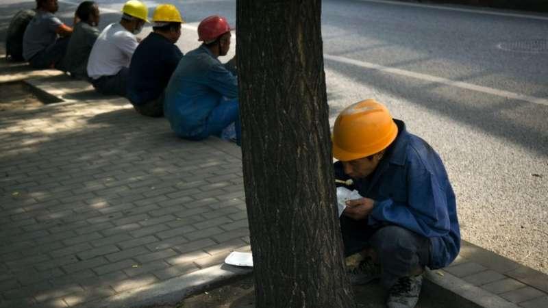 在觀察人士看來,最近幾年,中國的經濟不像以前那麼樂觀,一些私企和外企降低成本時會侵害工人的權益,為維權提供了群眾基礎。(圖/BBC中文網)