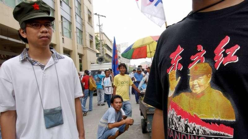 左翼思潮也在中國以外的國家存在,標誌之一就是和毛澤東像和他曾經提出的口號。(圖/BBC中文網)