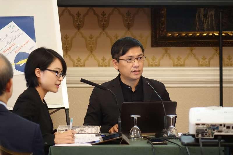 台灣小說家吳明益今年以「單車失竊記」入圍曼布克國際獎,圖為他出席倫敦舉行的座談及簽書會。(圖/文化+)