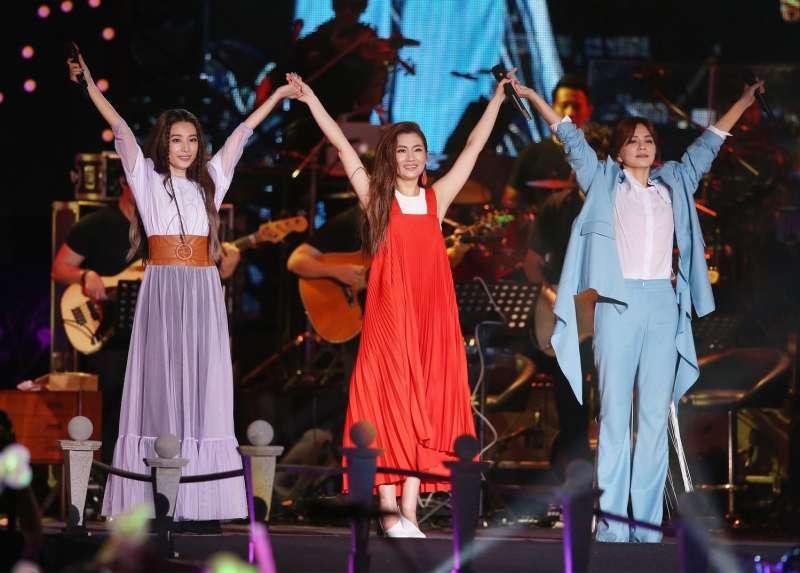 出道17年的人氣女團S.H.E,9月底與老東家「華研唱片」終止經紀合約。(圖/文化+)