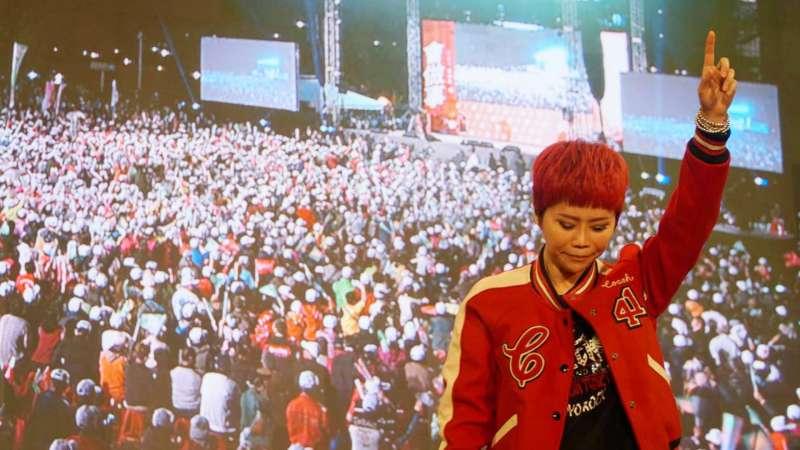 歌手詹雅雯應邀在高雄市長候選人陳其邁造勢場合登台獻唱後,疑遭對手韓國瑜粉絲以政治言論遭網路攻擊。(圖/文化+)