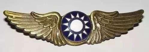 抗戰時期國軍空軍飛行徽章(飛行軍官飛鷹胸章)。(作者提供)