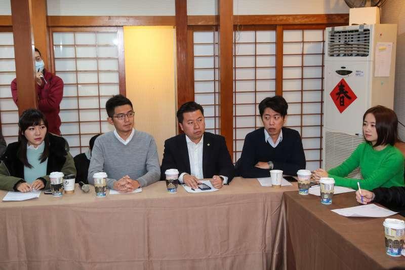 20181229-新世代議員吳沛憶(左至右)、黃守達、張志豪、張之豪、戴瑋姍29日出席「世代對話,談改革」座談。(顏麟宇攝)