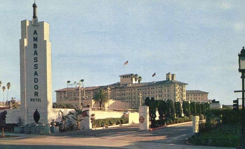 Ambassador Hotel飯店外觀。(圖/瘋設計)
