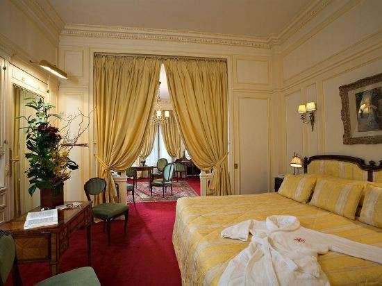 Hotel Rapheal in Paris房間一景。(圖/瘋設計)