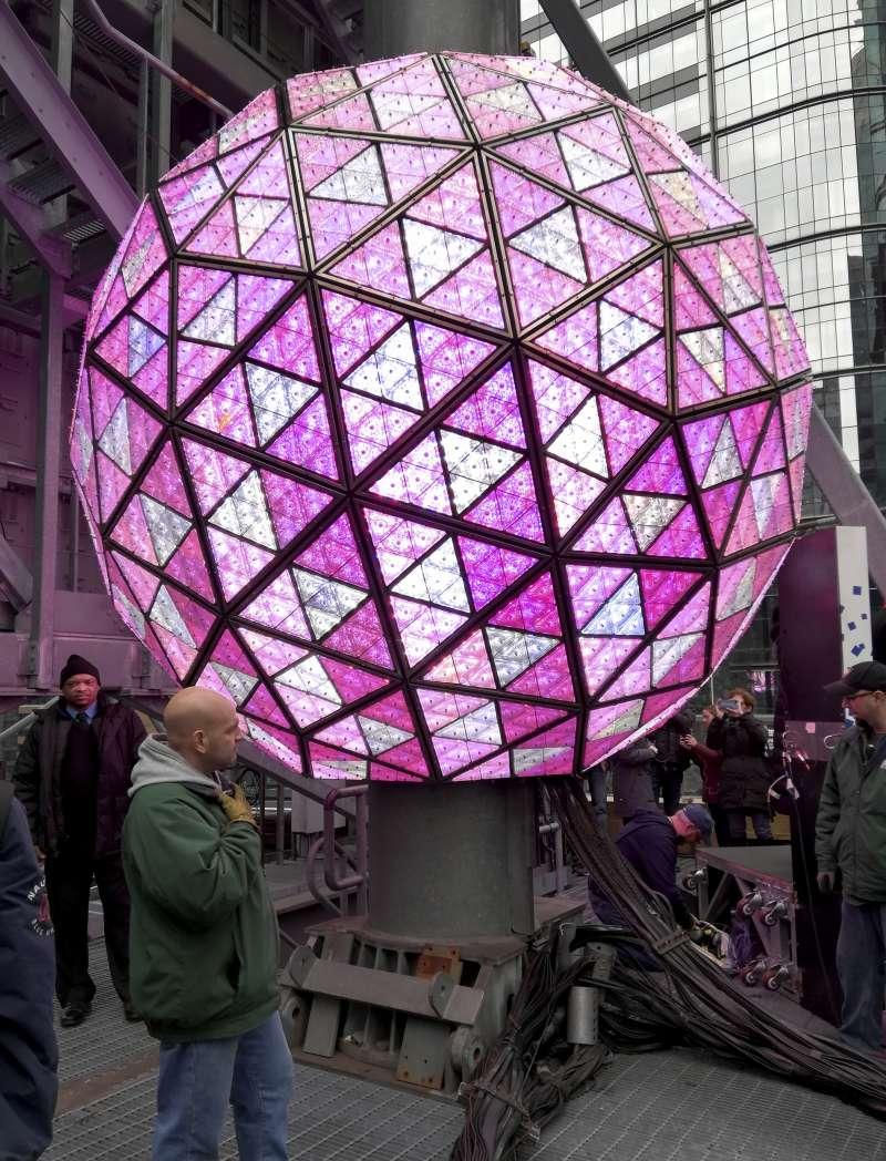 美國紐約市「時報廣場」(Times Square)大球倒數迎新年(AP)