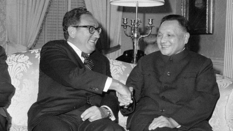 季辛吉(左)在中美關係中扮演重要角色。(圖/BBC中文網)