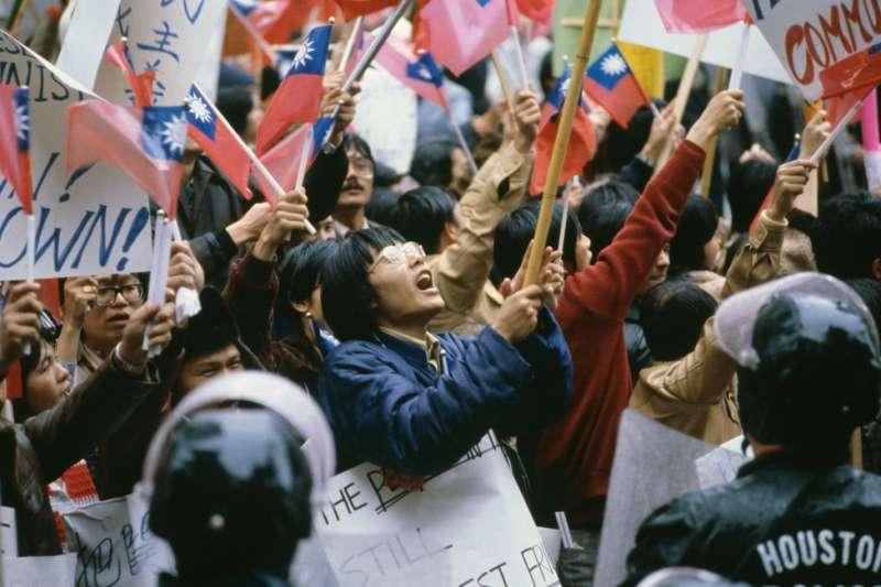 鄧小平訪美時,觸發大批挺台人士出來抗議。(圖/BBC中文網)