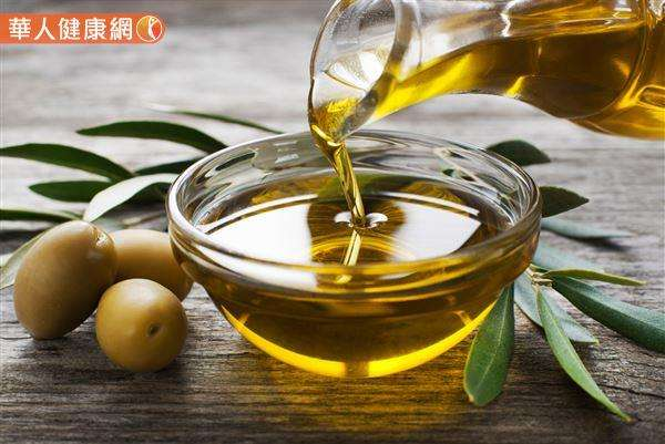 20190103-橄欖油是不飽和脂肪酸含量多的油,可改善肥胖體質。(圖/華人健康網提供)