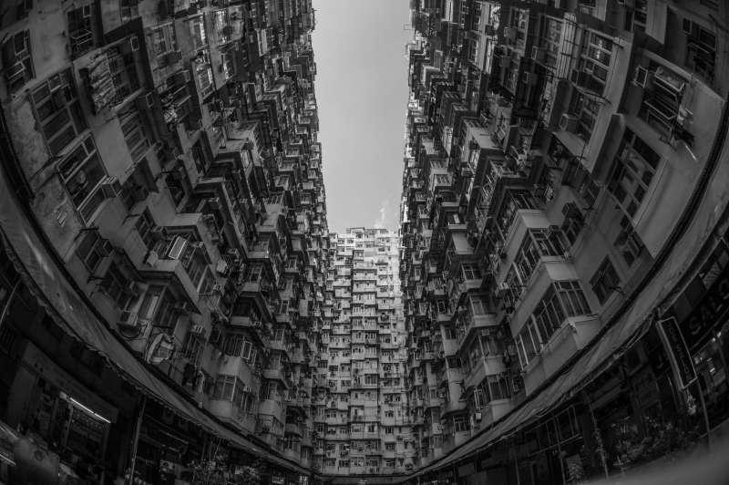 香港已經連續八年蟬聯「房價難以負擔城市」排行榜的冠軍。(圖片取自Pexels)