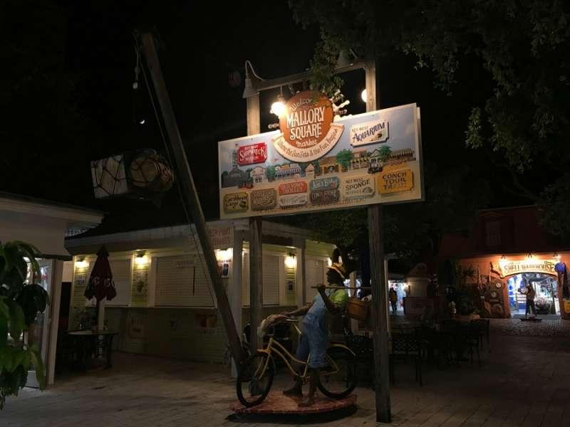 Duval Street,酒吧和餐廳都聚集在這。(圖/kkday)