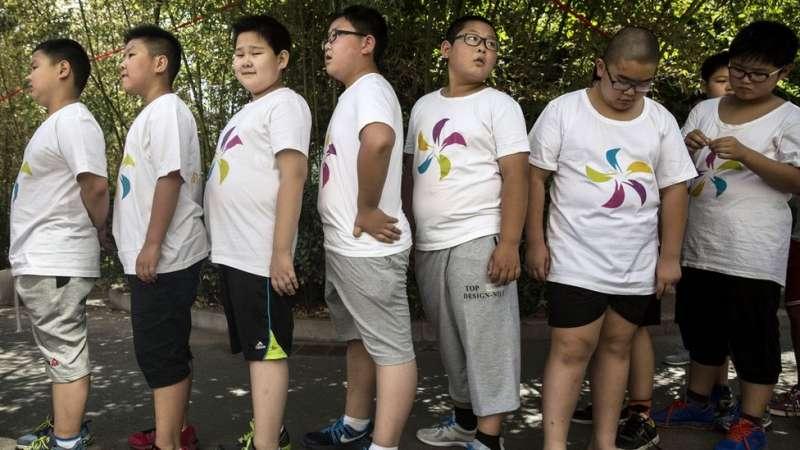 新華社報道說,由於中國的青少年兒童食用越來越多西式的高糖和高熱量食品,肥胖比例正在呈爆炸式增長。(圖/BBC中文網)