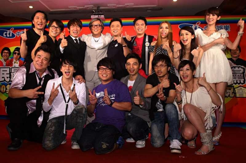模仿節目「全民最大黨」在圓山飯店舉行2000集慶祝會,製作人王偉忠與演員們齊聚一堂,分享播出8年來的酸甜苦辣。(圖/謝佳璋,文化+)