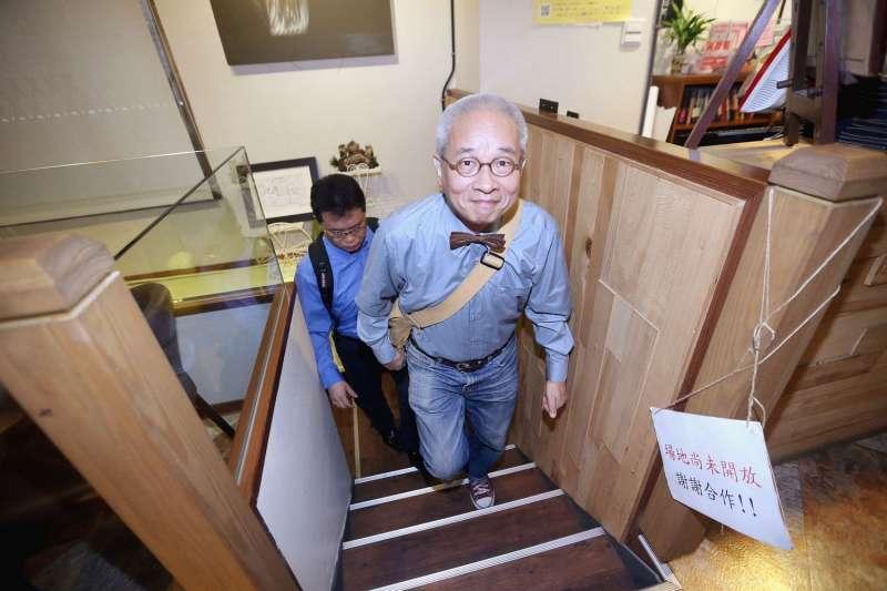 無黨籍台北市長參選人馮光遠23日在台北出席「馮光遠出獄記者會」,並發表出獄聲明。(圖/文化+)