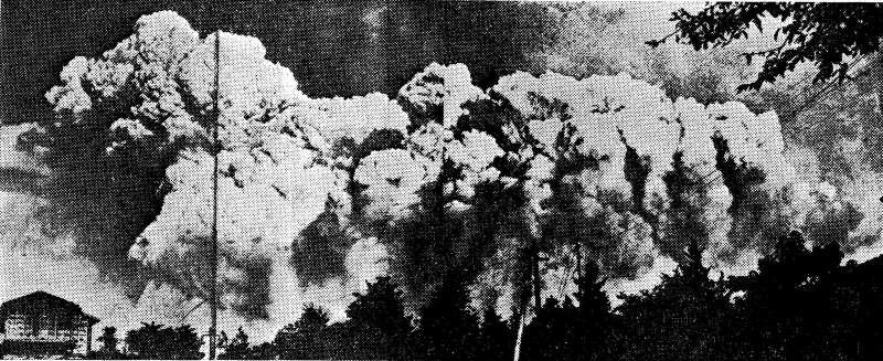 東京上空出現因大火而形成的積狀雲。(圖/維基百科)