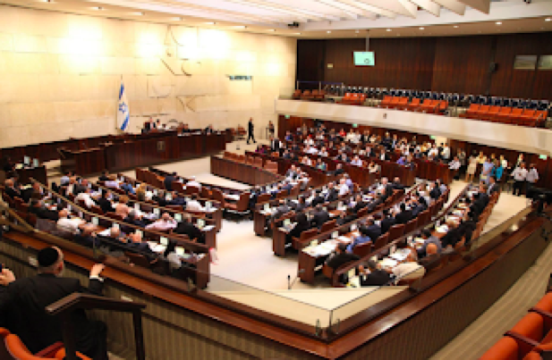 utaiisgomin:圖一:以色列國會 (Knesset)內部,其議員座位形狀,仿效猶太教燈台 (Menorah) 的形狀設計。(取自以色列國會網站)
