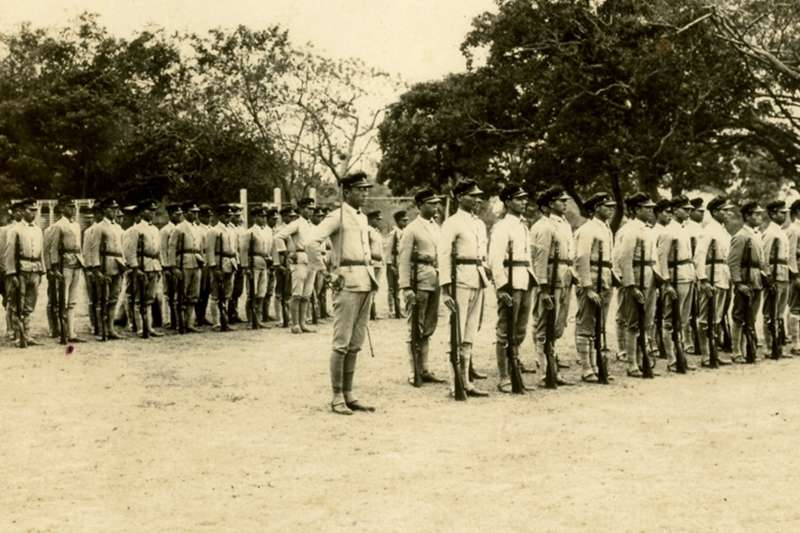 當時雄中的學生們為了守護家園,不惜拿槍出去跟憲兵火拼!(示意圖/維基百科)