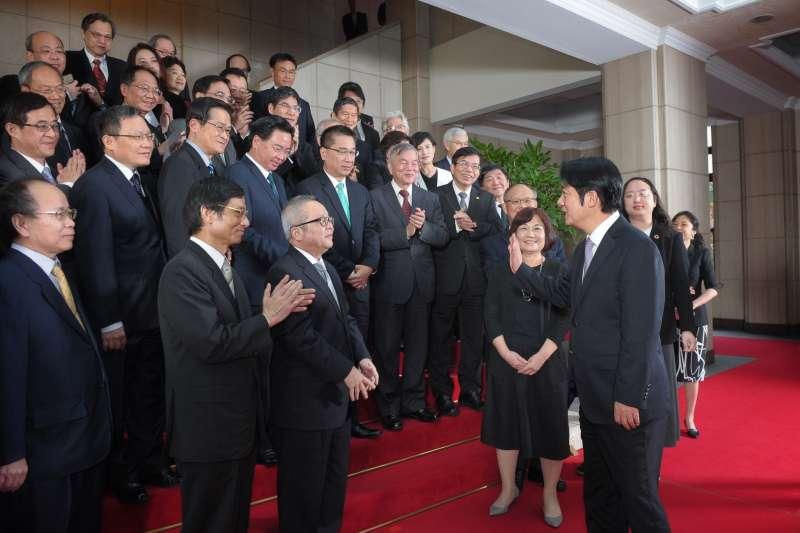 20190111-行政院長賴清德11日率領內閣總辭,也和閣員合影。(行政院提供)