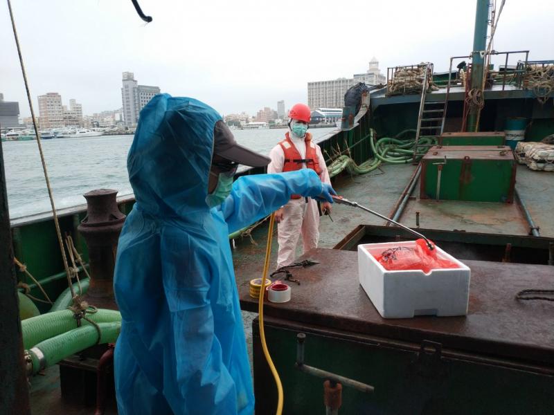 20190112-非洲豬瘟疫情升溫,澎湖海巡隊12日在西南海域發現一艘中國籍漁船「永興8號」越界,登船後竟查獲10公斤豬肉。(取自海洋委員會海巡署網站)