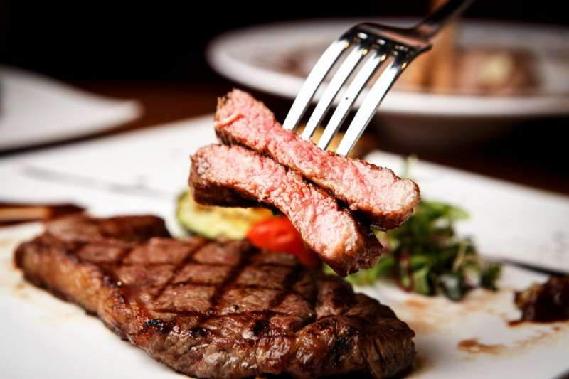 來到澳洲怎能不吃牛?平價牛排餐廳,Ludlow Bar & Dining Room 。(圖/kkday)