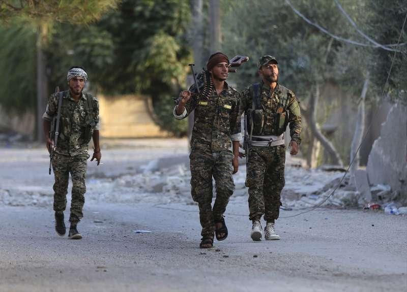 美國開始自敘利亞撤軍,協助打擊伊斯蘭國(IS)的庫德族面臨土耳其與敘利亞阿塞德政府夾擊威脅(AP)